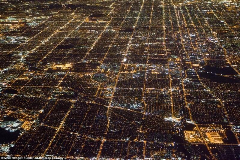 Ночной обзор на Лос-Анджелес. Расход энергии неисчислим.