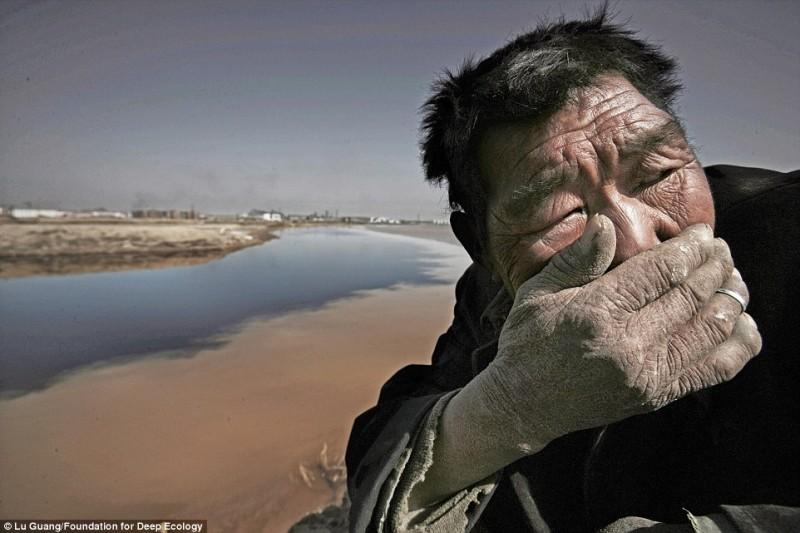 Вонь Желтой реки в Китае невыносима для простых крестьян.
