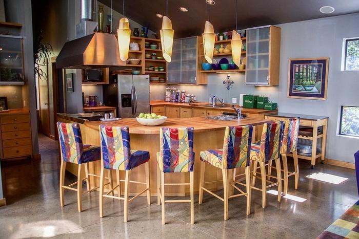 Веселая кухня для большой и шумной семьи