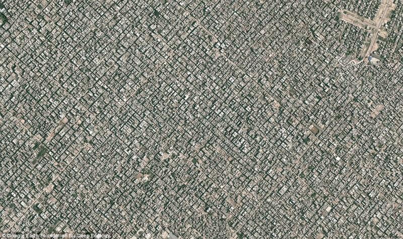 Взгляд на Нью Дели с высоты птичьего полета (более 22 миллионов жителей).