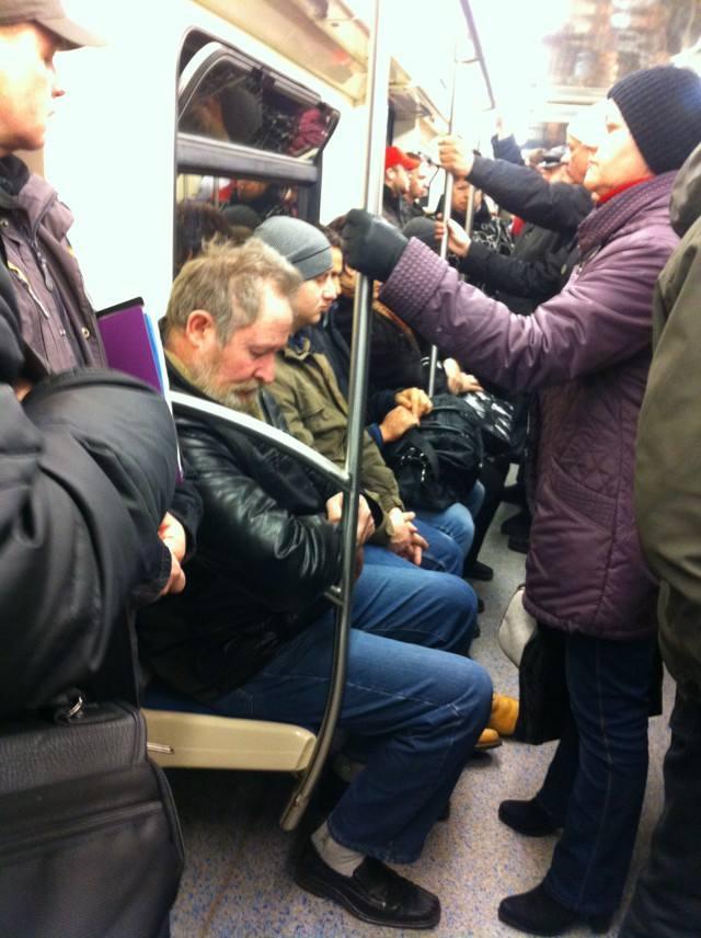 Смотреть видео для взрослых в метро в транспорах фото 574-440