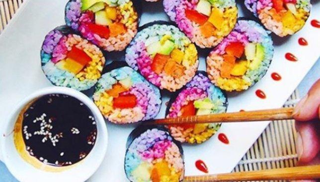 Модный тренд: а вы уже попробовали суши цвета радуги? (Фото)