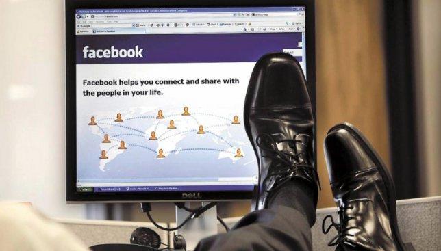 Результаты исследования: сколько украинцев сидит на работе в социальных сетях