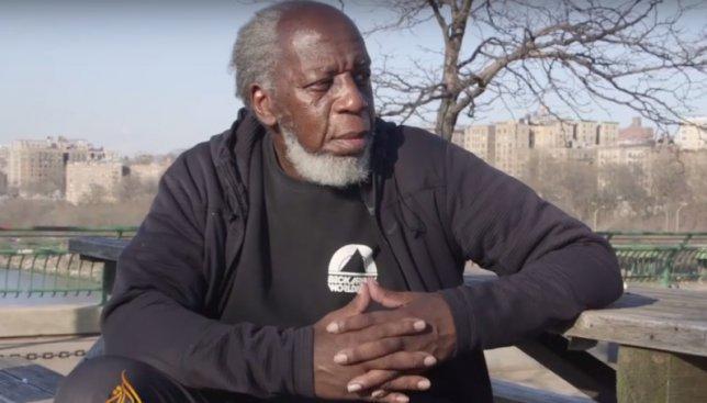 «Они называют их айфонами...» - американец был в шоке от современного мира после 44 лет в тюрьме