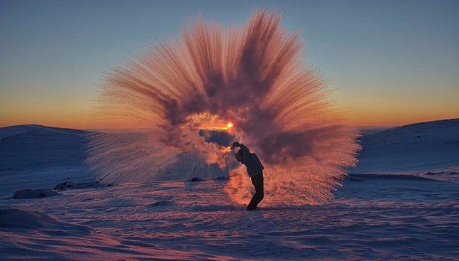 Что будет, если разлить горячий чай при температуре -40°С