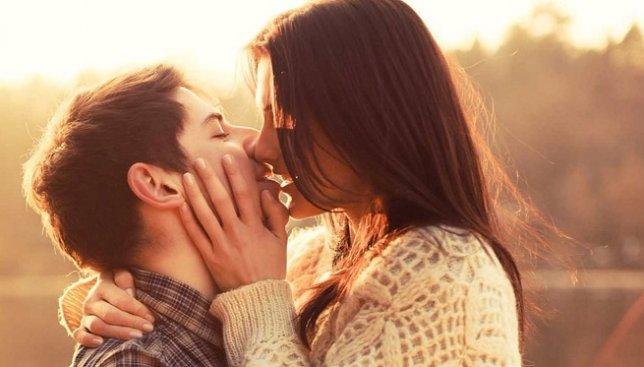Как правильно целоваться: веселые видео