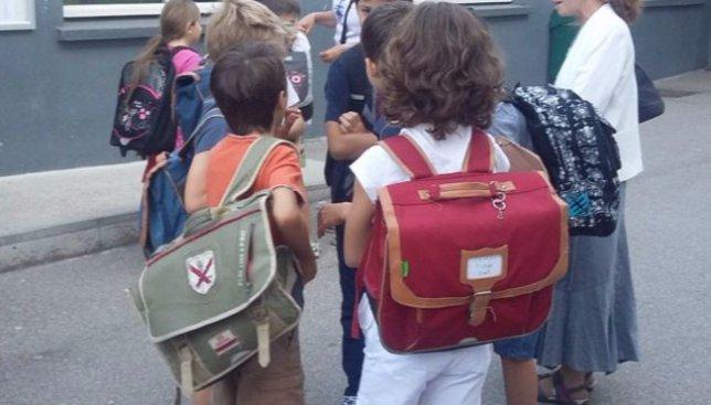 1 сентября в школах Франции: почему дети не несут цветы и одеваются в футболки (Фото)
