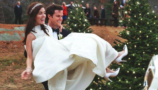 Свадьба этих молодожен похожа на сказку: опубликованы фото