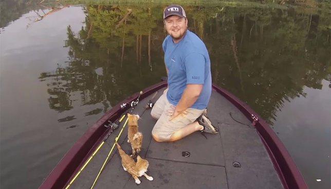 Неожиданная находка: во время очередного заплыва рыбалки поймали странный улов (Фото)
