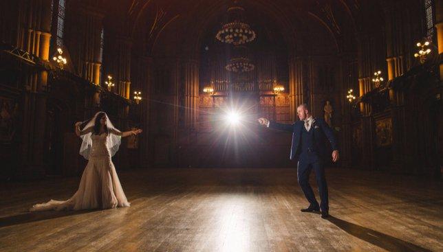 22 потрясающих фотографии с необычной свадьбы в стиле Гарри Поттера