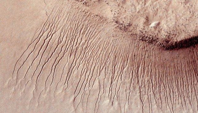 Сегодня международный день космоса: марсианские ландшафты крупным планом (Фото)