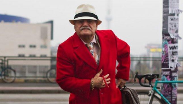 25 фотографий 86-летнего мужчины, который каждое утро одевает новый образ