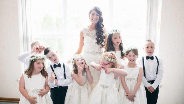 Свадьба, о которой говорят все: как простая учительница впечатлила своим поступком весь мир (Фото)