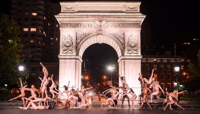 15 фотографий обнаженных танцоров на улицах городов мира, которые взорвали сеть