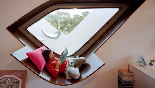 Время для книг: интерьерные решения квартиры со специальным местом для чтения (Фото)