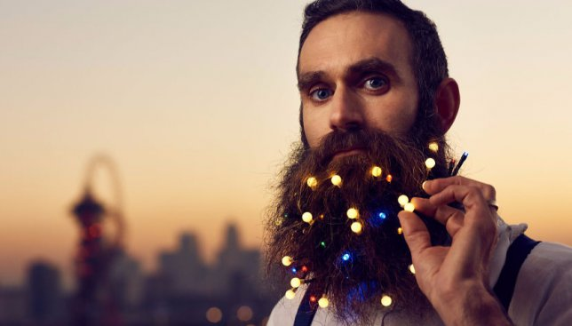 Мода, хватит: как хипстеры превращают свои бороды в новогодние елки (Фото)