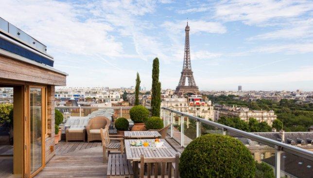 20 фотографий парижской квартиры, балкон которой выходит на Эйфелеву башню