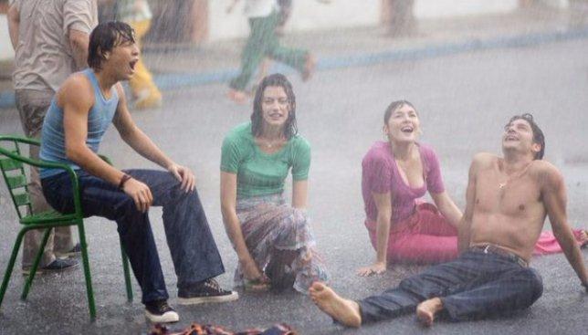 Как выйти из ситуации, когда нечаянно нагрянул дождь (Фото)