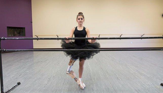 Сегодня международный день девочек: как 15-летняя девушка с имплантом ноги творит чудеса (Фото)