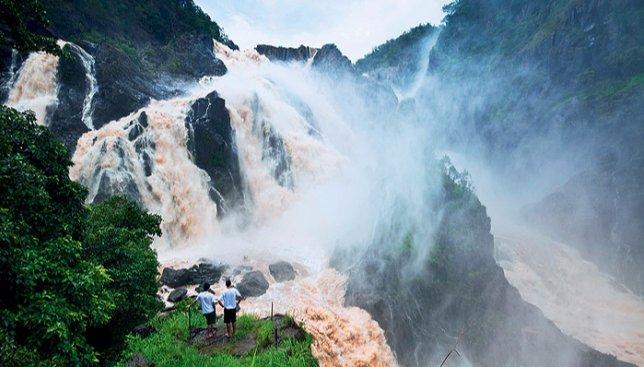 7 фотографий самых необычных водопадов в мире, которые завораживают своей красотой