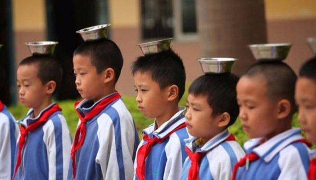 9 фотографий, как нестандартно в китайских школах детей учат правильно держать осанку