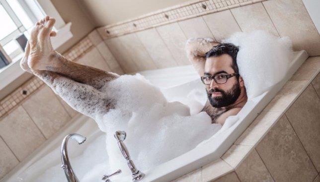 Неординарная фотосессия: мужчина пробует себя в женской роли