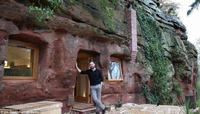 Современный Шрек: мужчина, который построил свое жилье внутри настоящей пещеры (Фото)