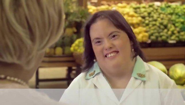 Видео о том, как люди относятся к девушке с синдромом Дауна, покорило сеть