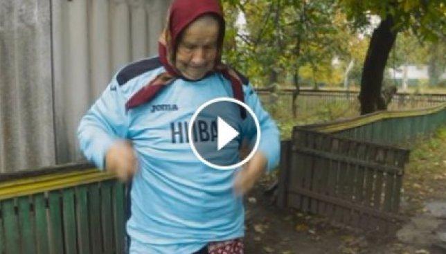 80-летняя украинская болельщица мотобола не представляет своей жизни без игры (Видео)
