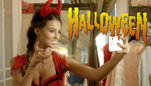 Необычный способ разыграть мужчину на Хэллоуин: курьезное видео