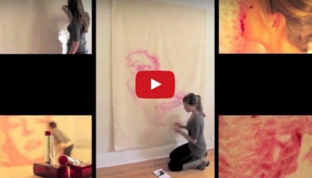 Необычное творчество: как художница рисует портреты только с помощью губ (Видео)
