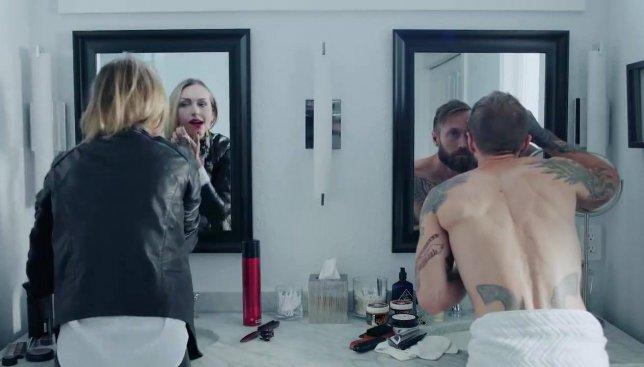 Курьезная ситуация: типичное утро мужчины и женщины в телах друг друга