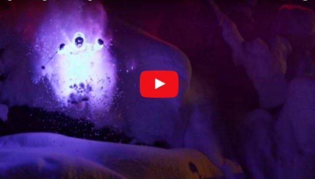 Ночью на лыжах в светодиодных костюмах: парни готовы на все ради эффектного видео