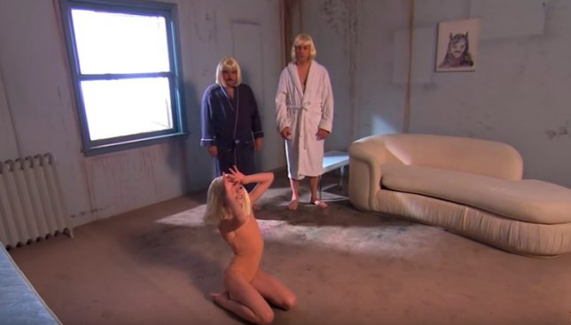 Танцевальную пародию на песню Sia решили сделать двое взрослых мужчин