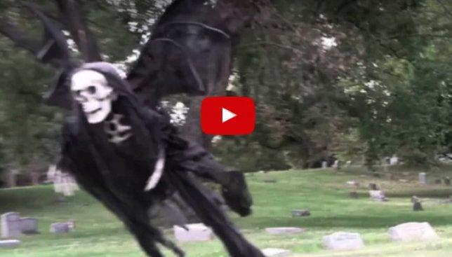 Розыгрыш на Хэллоуин, от которого стынет кровь в жилах (Видео)