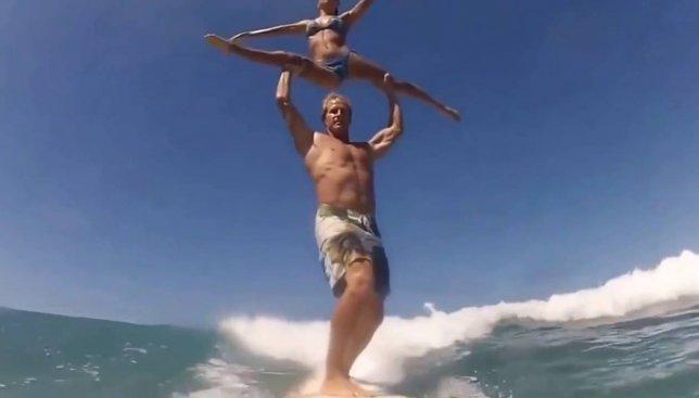 Лето как оно есть: какие необычные трюки можно делать на серфе (Видео)