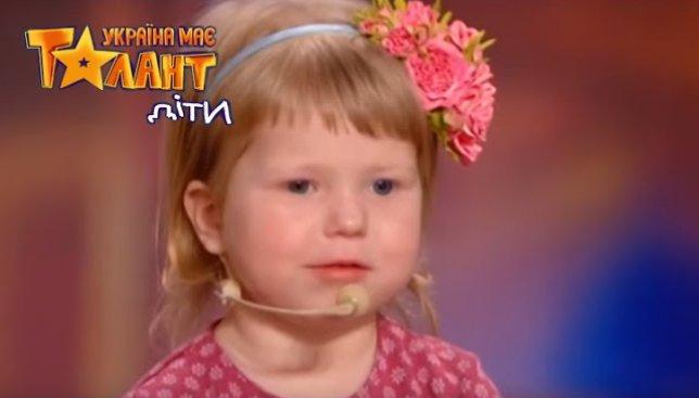 Двухлетняя девочка поразила судей конкурса: она знает все столицы мира (Видео)