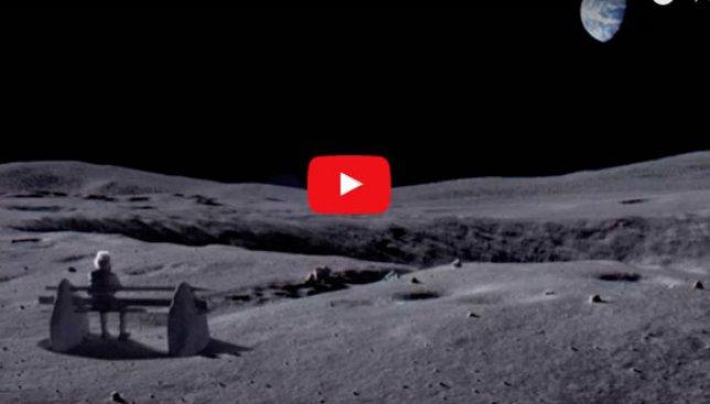 Хотя частички пыли в атмосфере имеют все шансы дать луне голубоватый оттенок, термин голубая луна по сути значит