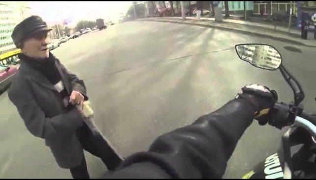 Мотоциклисты открыли сезон: как поступают настоящие байкеры (Видео)