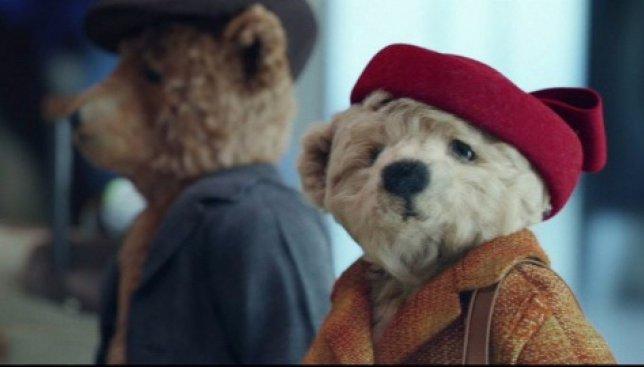 Лондонский аэропорт Хитроу выпустил самую трогательную рекламу к рождеству (Видео)
